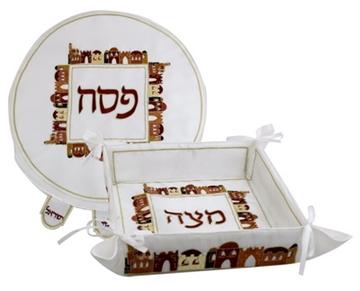 """תמונה של סט כיסוי ומגש מצות מבד """"ירושלים העתיקה"""" (חום)"""