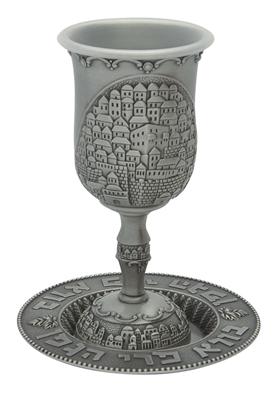 """תמונה של גביע קידוש ותחתית ממתכת מצופה כסף פיוטר """"ירושלים העתיקה"""""""