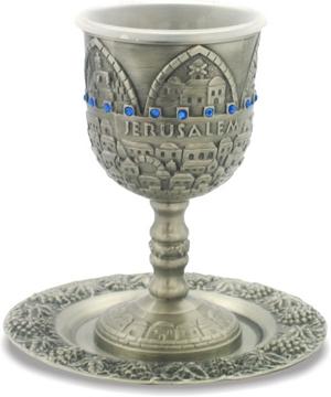 """תמונה של גביע קידוש ותחתית מפיוטר משובץ """"ירושלים העתיקה"""""""