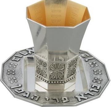 """תמונה של גביע קידוש ותחתית מניקל מעוטר """"גביע הנהרות"""""""