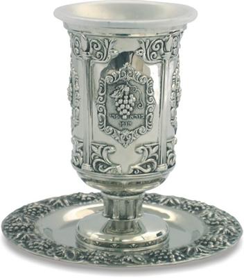 """תמונה של גביע קידוש ותחתית מניקל מעוטר """"גפן"""""""