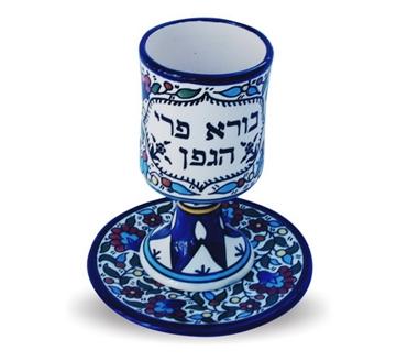 תמונה של גביע קידוש ותחתית מקרמיקה בסגנון ארמני