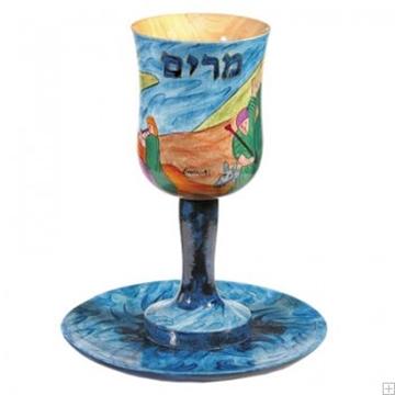 """תמונה של כוס מרים ותחתית מעץ """"שדה"""" - יאיר עמנואל"""