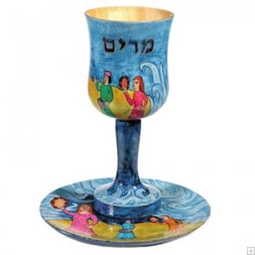 """תמונה של כוס מרים ותחתית מעץ """"יציאת מצרים"""" - יאיר עמנואל"""