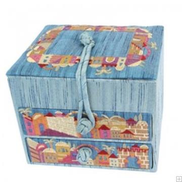 """תמונה של קופסת תכשיטים רקומה """"ירושלים העתיקה"""" (כחול) - יאיר עמנואל"""
