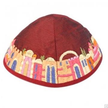 """תמונה של כיפה רקומה """"ירושלים העתיקה"""" (אדום) - יאיר עמנואל"""