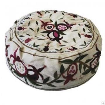 """תמונה של כובע רקום בעבודת יד """"רימונים"""" (לבן) - יאיר עמנואל"""