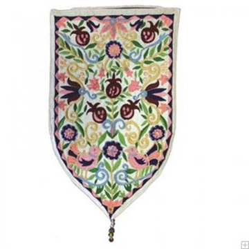 תמונה של שטיח קיר מגן סגנון אוריינטלי (לבן) - יאיר עמנואל
