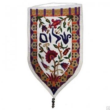 """תמונה של שטיח קיר מגן """"שלום"""" (לבן - עברית) - יאיר עמנואל"""