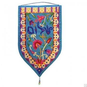 """תמונה של שטיח קיר מגן """"שלום"""" (כחול - עברית) - יאיר עמנואל"""