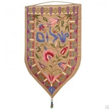 """תמונה של שטיח קיר מגן """"שלום"""" (זהב - עברית) - יאיר עמנואל"""