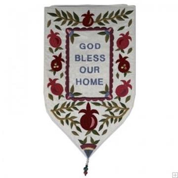 """תמונה של שטיח קיר מגן """"ברכה"""" (לבן - אנגלית) - יאיר עמנואל"""