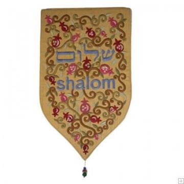 """תמונה של שטיח קיר מגן """"שלום"""" (זהב) - יאיר עמנואל"""