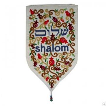 """תמונה של שטיח קיר מגן """"שלום"""" (לבן) - יאיר עמנואל"""