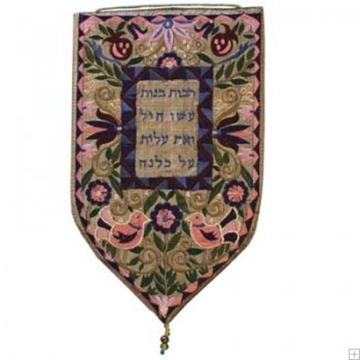 """תמונה של שטיח קיר מגן גדול """"בנות חיל"""" (זהב) - יאיר עמנואל"""