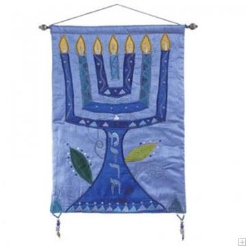 """תמונה של קישוט קיר ממשי רקום """"מנורה"""" (כחול) - יאיר עמנואל"""