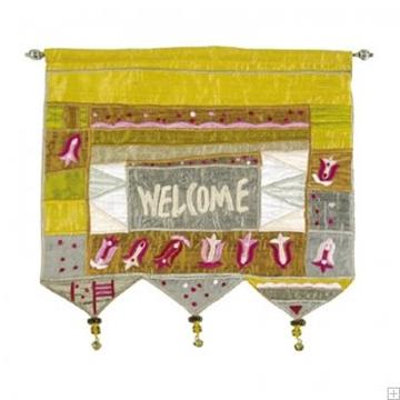 """תמונה של קישוט קיר ממשי רקום """"ברוכים הבאים פרחים"""" (זהב - אנגלית) - יאיר עמנואל"""
