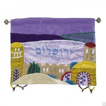 """תמונה של קישוט קיר ממשי רקום """"ירושלים העתיקה"""" (צבעוני - עברית) - יאיר עמנואל"""