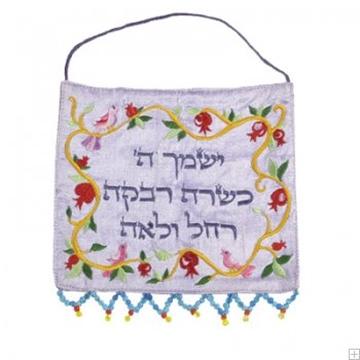 """תמונה של קישוט קיר ממשי רקום """"ארבע אמהות"""" (לבן)  - יאיר עמנואל"""