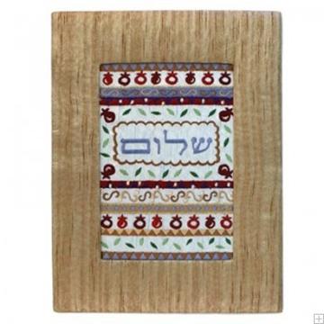 """תמונה של תמונת ריקמה עם מסגרת מבד """"שלום"""" (זהב) - יאיר עמנואל"""