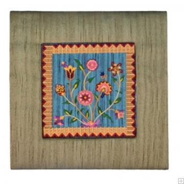 """תמונה של תמונת ריקמה עם מסגרת מבד """"פרחים"""" (זהב) - יאיר עמנואל"""