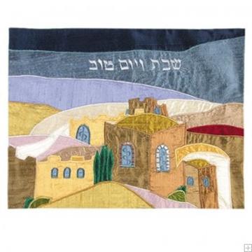 """תמונה של כיסוי חלה ממשי עם ריקמה """"נוף ירושלים"""" (צבעוני) - יאיר עמנואל"""