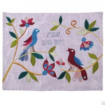"""תמונה של כיסוי חלה ממשי עם ריקמה """"ציפורים"""" (כחול) - יאיר עמנואל"""