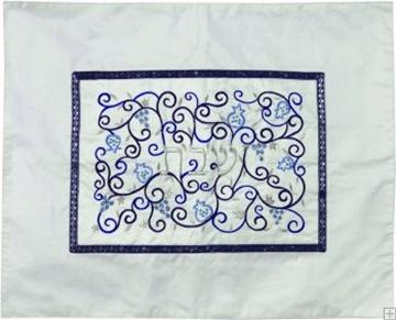 """תמונה של כיסוי חלה ממשי עם ריקמה """"רימונים"""" (כחול על לבן) - יאיר עמנואל"""
