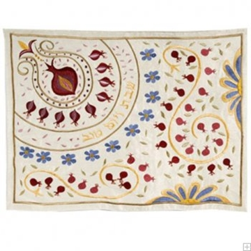 """תמונה של כיסוי חלה ממשי עם ריקמה """"רימונים ופרחים"""" (לבן) - יאיר עמנואל"""