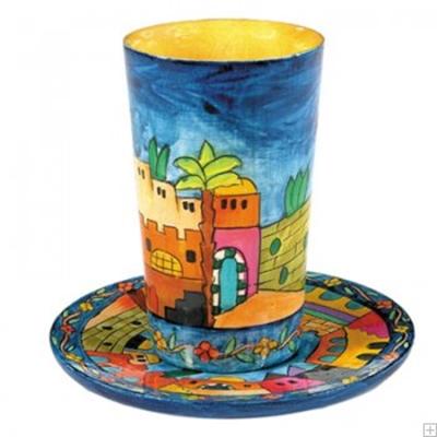 """תמונה של גביע קידוש מעץ עם תחתית """"ירושלים העתיקה"""" - יאיר עמנואל"""