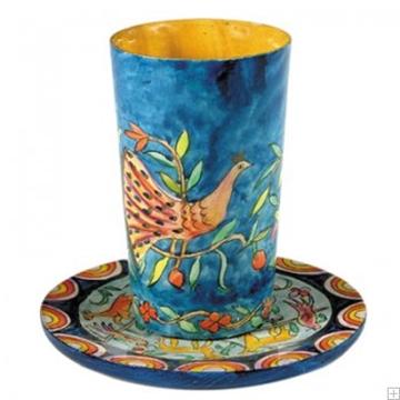 """תמונה של גביע קידוש מעץ עם תחתית """"ציפורים"""" - יאיר עמנואל"""