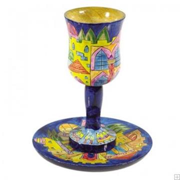 """תמונה של גביע קידוש קטן מעץ עם תחתית """"ירושלים העתיקה"""" - יאיר עמנואל"""