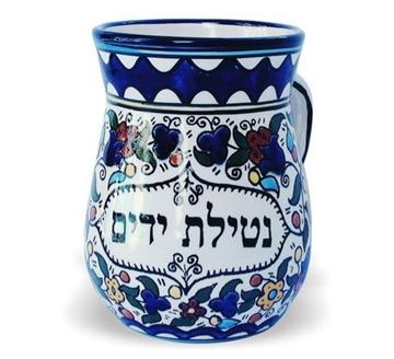 תמונה של כוס לנטילת ידיים מקרמיקה בסגנון ארמני