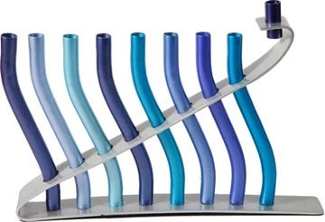 """תמונה של חנוכיה מאלומיניום """"מקלות"""" (כחול) - יאיר עמנואל"""