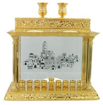 """תמונה של חנוכיה מעוטרת ממתכת מצופה זהב """"ירושלים העתיקה"""""""