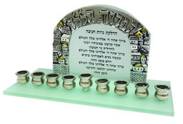 """תמונה של חנוכיה מזכוכית """"ירושלים העתיקה - הנרות הללו"""""""