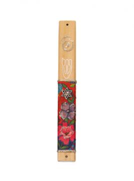 """תמונה של בית מזוזה מעץ """"מגן דוד - פרחים"""" - לילי אומנות"""