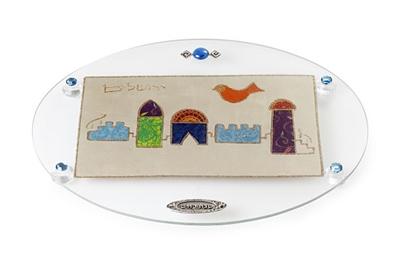 """תמונה של מגש אובלי לחלה עם רגליות """"ירושלים העתיקה"""" - לילי אומנות"""