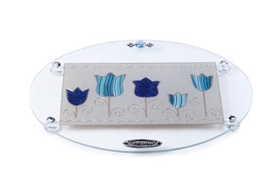 """תמונה של מגש אובלי לחלה עם רגליות """"פרחים"""" (כחול) - לילי אומנות"""