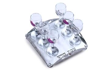 """תמונה של סט יין עם מגש לייזר """"פרחים"""" (סגול) - לילי אומנות"""