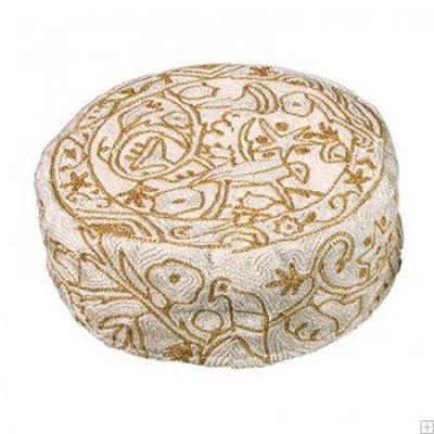 """תמונה של כובע רקום בעבודת יד """"ציפורים"""" (זהב) - יאיר עמנואל"""