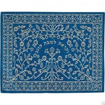 """תמונה של כיסוי חלה ממשי עם ריקמה """"גזרי נייר"""" (כחול) - יאיר עמנואל"""