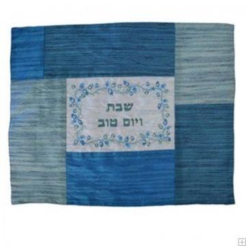 """תמונה של כיסוי חלה ממשי עם ריקמת טלאים """"רימונים"""" (כחול) - יאיר עמנואל"""