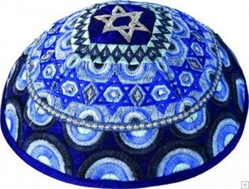 """תמונה של כיפה רקומה """"מגן דוד וקשתות"""" (כחול) - יאיר עמנואל"""