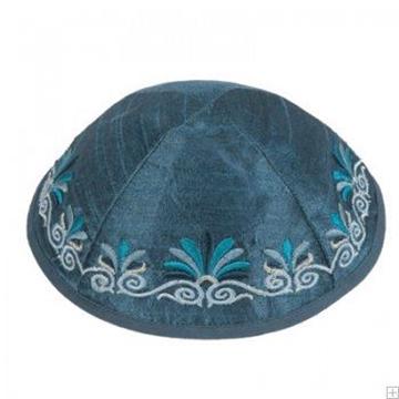 """תמונה של כיפה רקומה """"פרחים"""" (כחול) - יאיר עמנואל"""