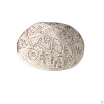 """תמונה של כיפה רקומה בעבודת יד """"ציפורים"""" (כסף) - יאיר עמנואל"""