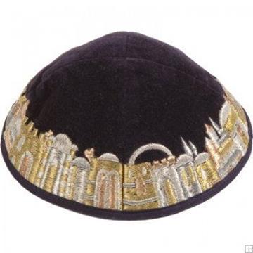 """תמונה של כיפה רקומה מקטיפה """"ירושלים העתיקה"""" (זהב) - יאיר עמנואל"""