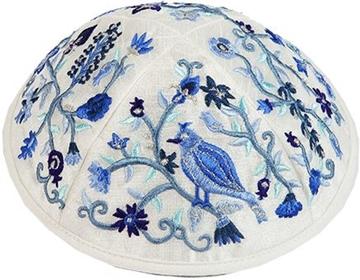 """תמונה של כיפה רקומה """"ציפורים ופרחים"""" (כחול) - יאיר עמנואל"""