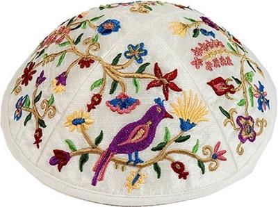 """תמונה של כיפה רקומה """"ציפורים ופרחים"""" - יאיר עמנואל"""