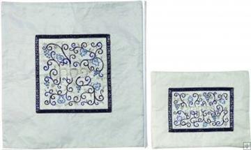 """תמונה של סט כיסוי מצה ואפיקומן ממשי רקום """"רימונים וגפנים"""" (כחול) - יאיר עמנואל"""